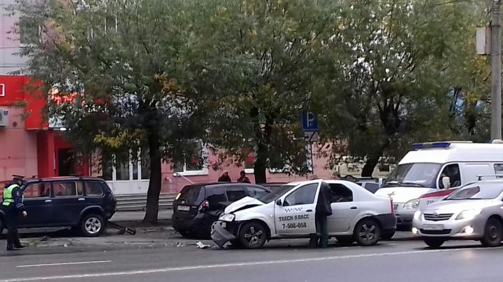 Пассажир такси пострадал в аварии на северо-западе Челябинска