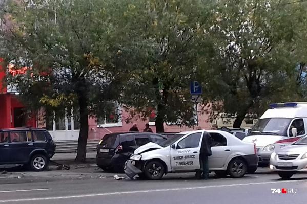 Удар пришёлся на правую сторону машины, где сидел пассажир