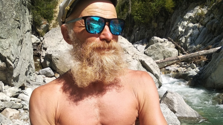 «Спайдер-дед»: красноярский скалолаз за минуту покорил отвесную скалу в Таиланде
