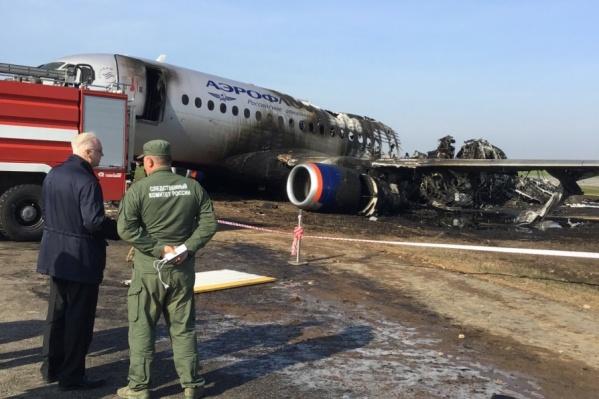 Самолет загорелся после посадки, погиб 41 человек