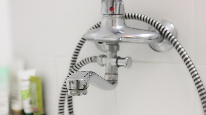 В Кургане отключат воду в микрорайоне Локомотивном