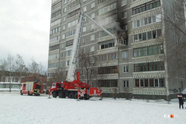 На Юго-Западе во вторник днем загорелась квартира в жилом доме