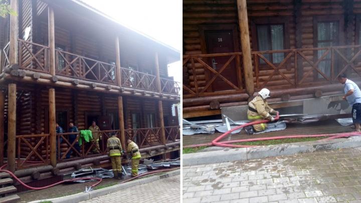На турбазе в Башкирии задымился таунхаус, на место выехали пожарные