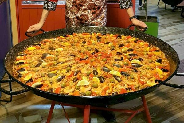 Диаметр сковороды — 115 сантиметров