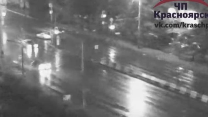 Молодой водитель в ливень насмерть сбил бегающую женщину на Металлургов