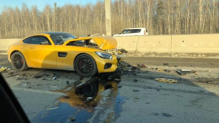 Дорожное видео недели: разбитый на Россельбане спорткар и жесткая авария на Щербакова