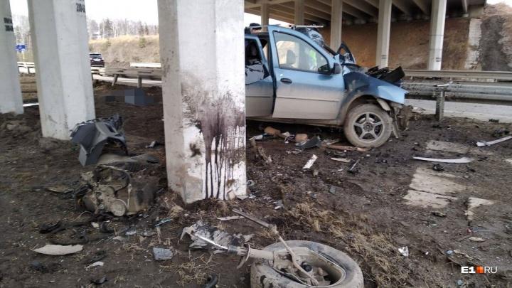 Под Екатеринбургом разбился водитель Renault, которого в январе лишили прав за пьяную езду