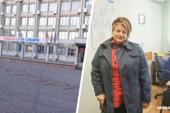 До этого женщина написала на брусчатке возле мэрии требование с отставкой главы Ерёмина