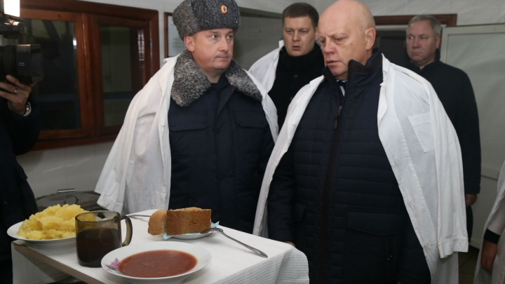 Бывший омский губернатор посетил колонию, в которой бунтовали заключённые