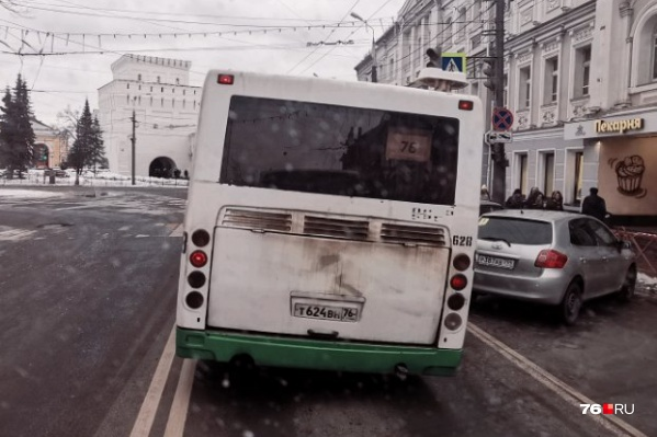 Накренившийся ЛиАЗ приписан к ПАТП-1