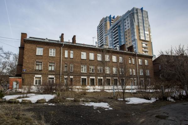 Ранее архитекторы волновались, что на месте памятников могут построить многоэтажки