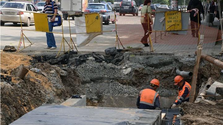Строят газопровод: на параллельной проспекту Ленина улице на месяц ограничили движение