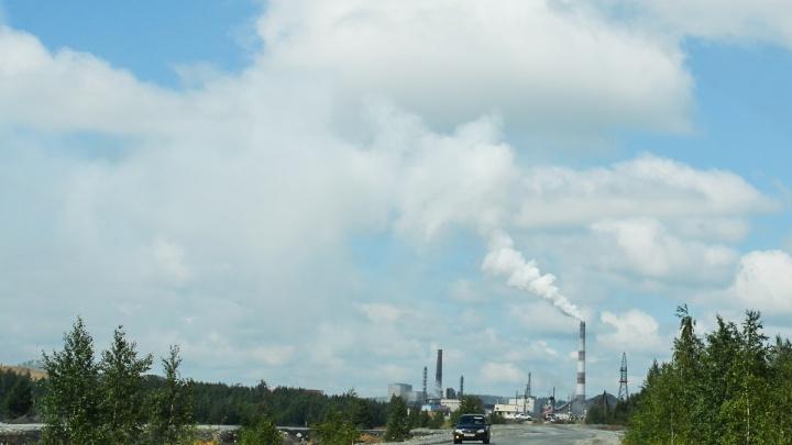 Наплевали на штраф: челябинский завод оштрафовали на 70 тысяч за выбросы, а он продолжил дымить