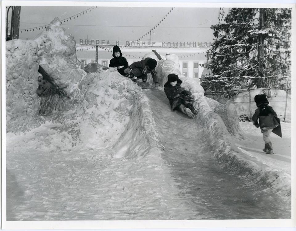 Никто себя не узнал? Смотрим фотографии 30-летней давности, как на Урале отмечали Новый год