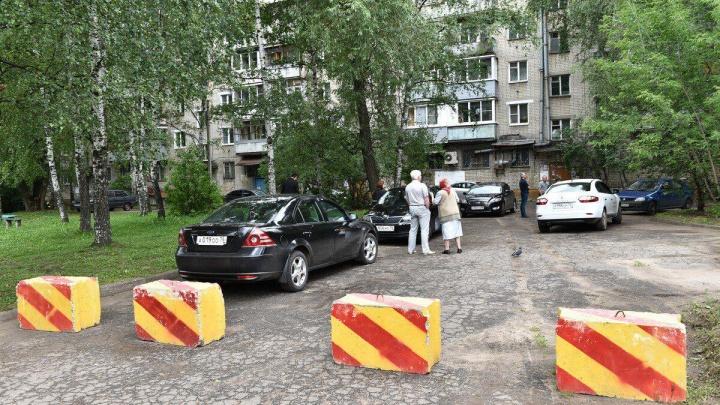 «Это не контейнерная площадка, а мусорка»: что случилось во дворе, где прогулялся мэр Ярославля