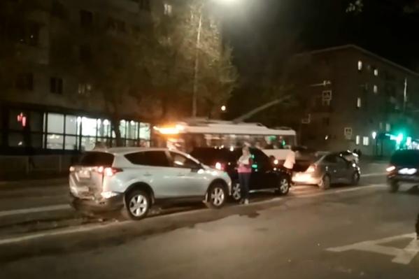 Из шести машин сильные повреждения у двух
