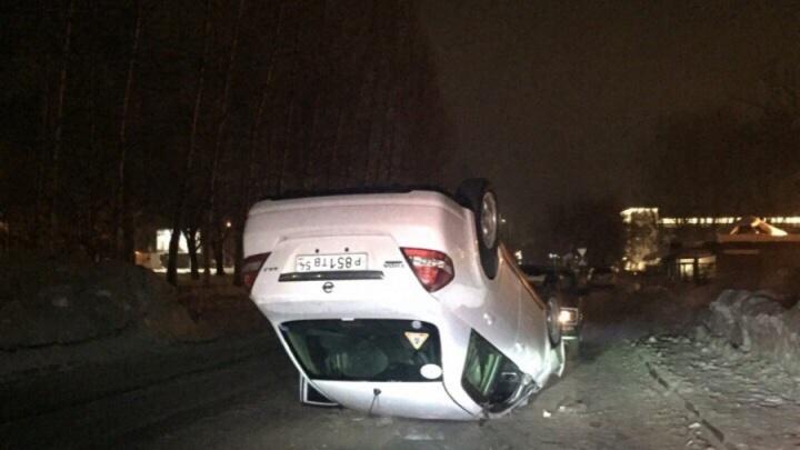 На ровном месте: в Ленинском районе машина перевернулась на крышу