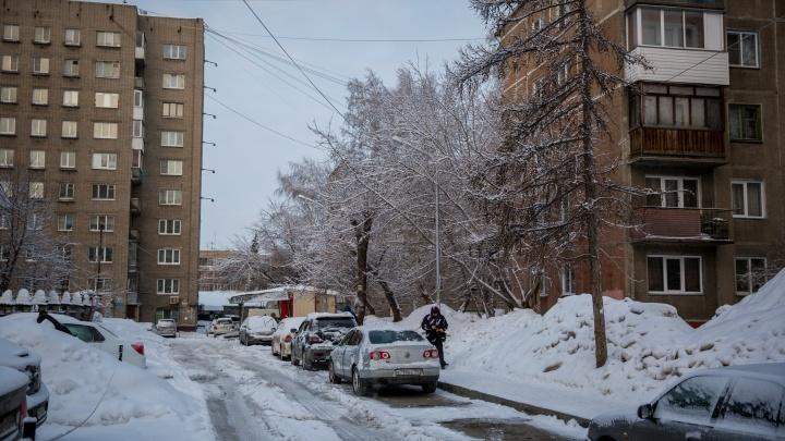 «Опять ползём». Как Новосибирск пережил очень скользкое утро