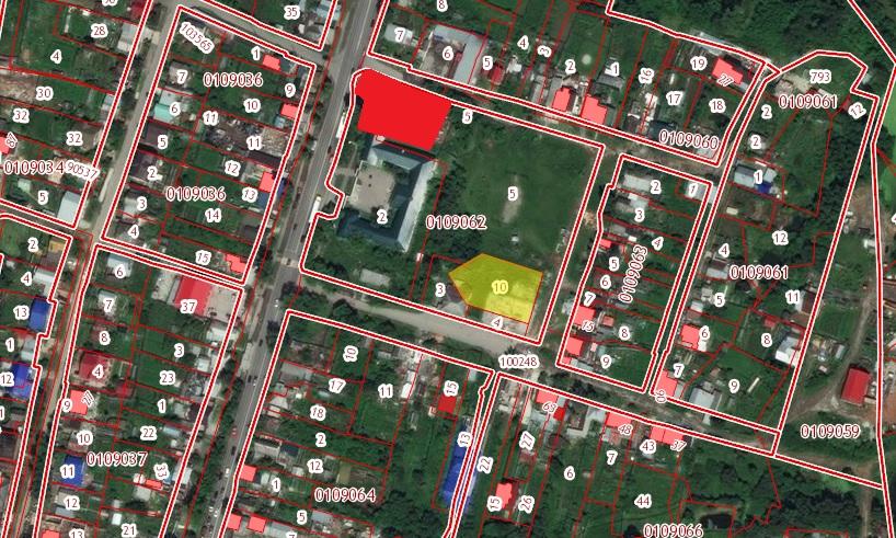 Красным выделено место, где храм находится сейчас. Зеленым — участок, куда его хотят перенести