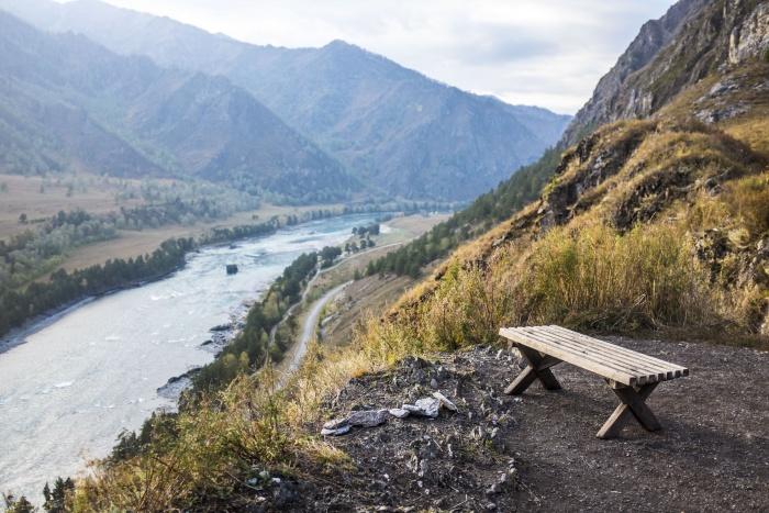 Туристам угрожают камнепады, предупредили в горно-алтайском управлении МЧС