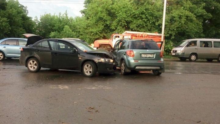 Авария на повороте у Хилокского рынка закончилась для водителей больницей