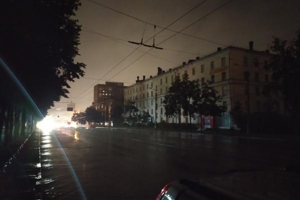 На Сухом Логу вчера вечером не работали светофор, фонари и в нескольких домах не было света