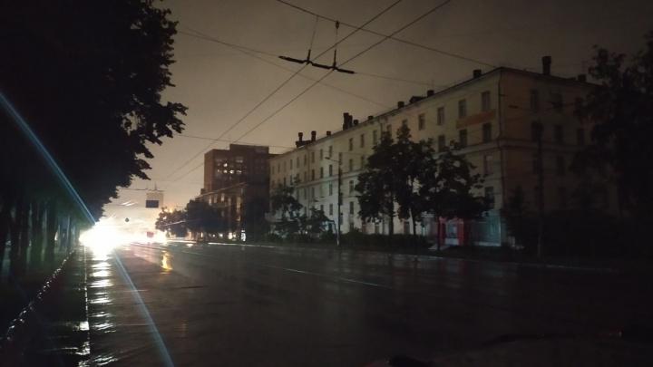Последствия ливня: в тысячах домов погас свет, в десятках — протекли крыши