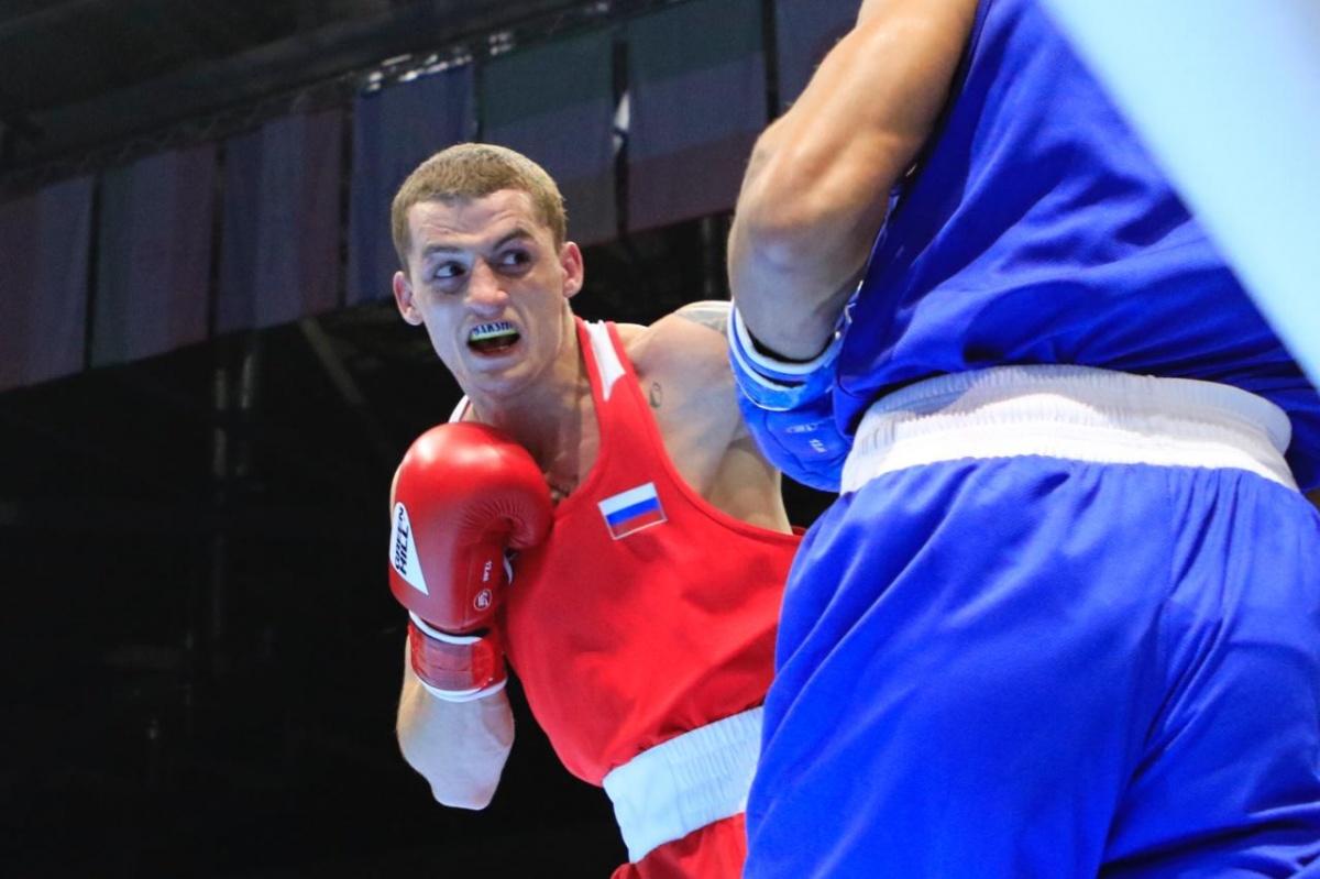 Глеб Бакши первым из россиян вышел на ринг в полуфинале