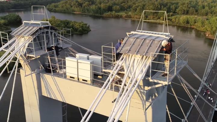 Архитекторы сняли фильм о том, как шли работы по подсветке вантового моста