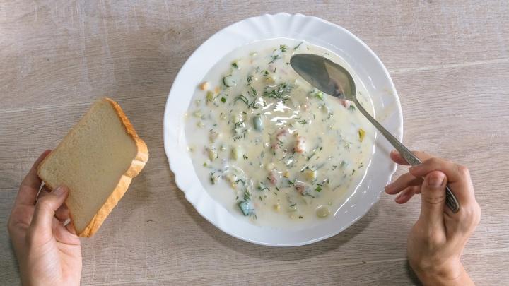 Холодный суп: готовим окрошку с семгой
