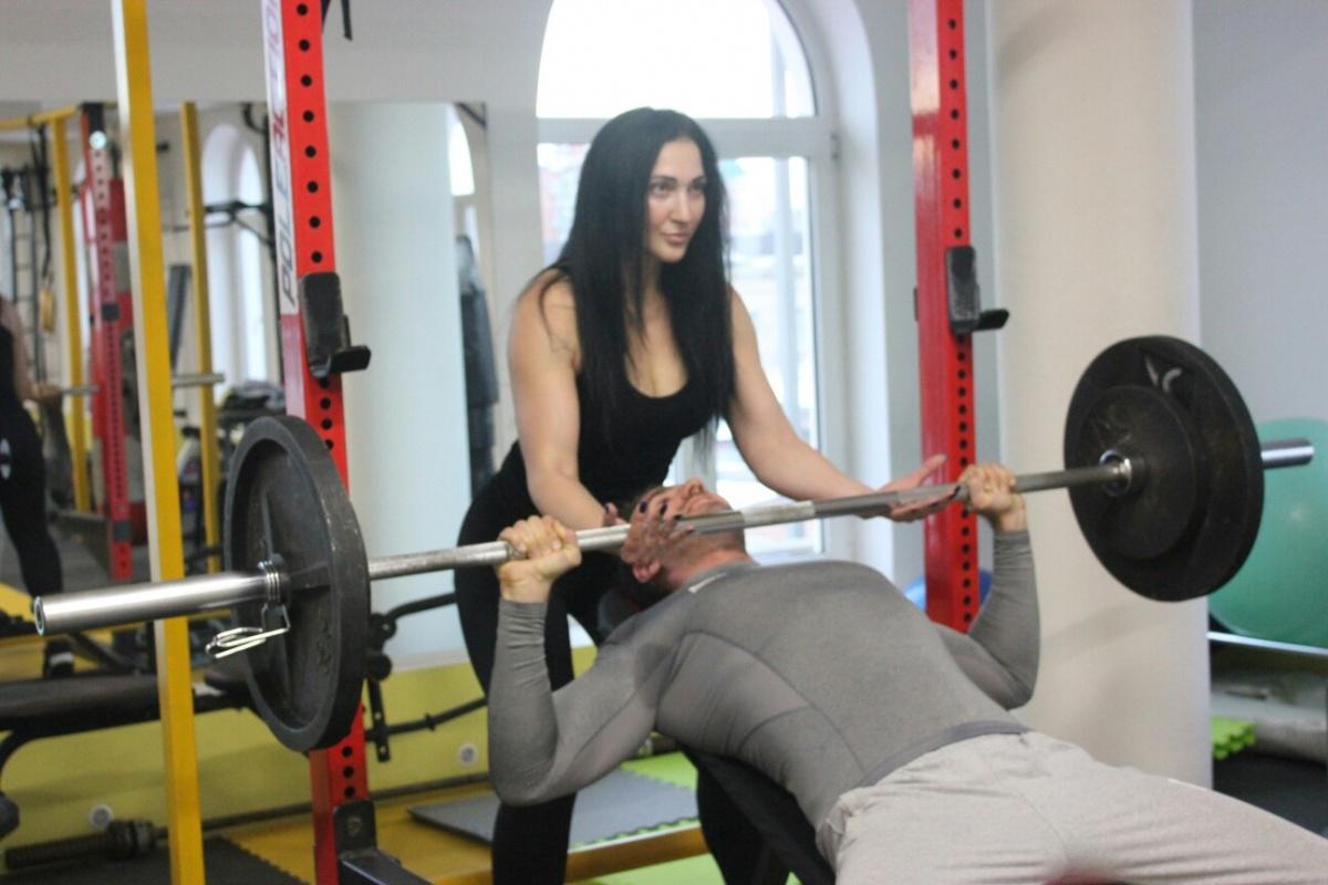 Тренер Светлана Бурменская считает, что для худеющего человека всего должно быть в меру: и спорта, и БЖУ