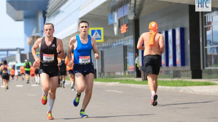 Пробежать марафон, посмотреть «Танки» или на костюмы: события длинных выходных