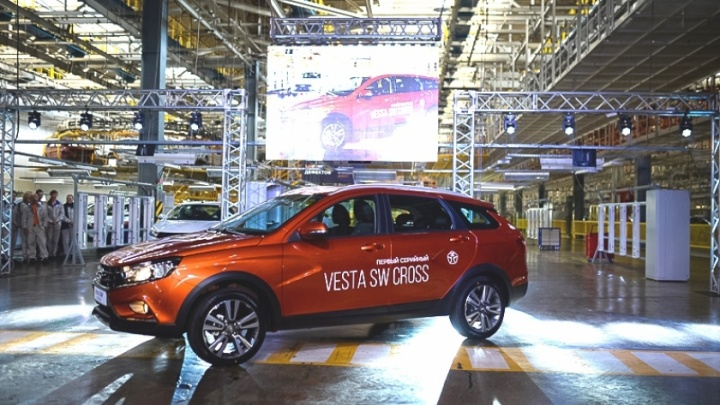 «АвтоВАЗ» выпустил первую кроссоверную LADA Vesta