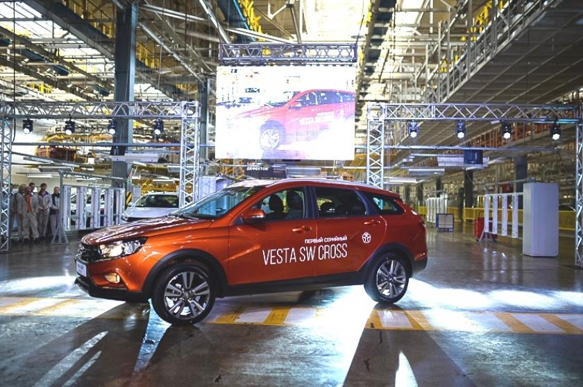 «АвтоВАЗ» выпустил первую кроссоверную LADA Vesta (фото)