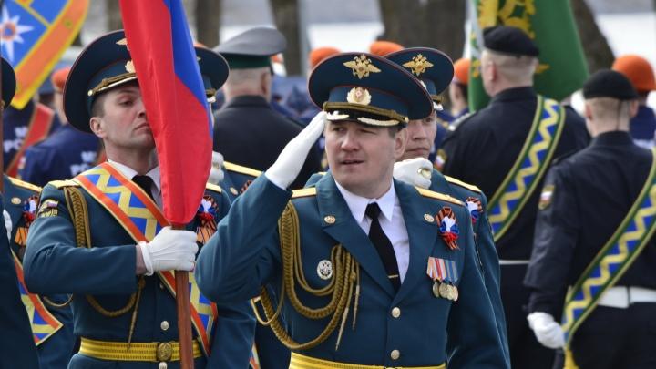Впервые с женским расчетом: фоторепортаж с генеральной репетиции парада Победы в Архангельске