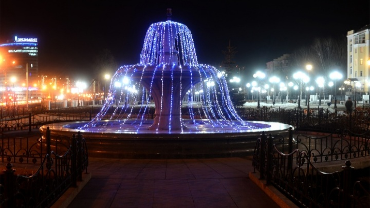 72 фонаря для никого: мы нашли самый светлый, но самый безлюдный парк в центре Екатеринбурга