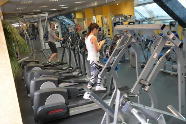 Худеть к лету многие девушки традиционно предпочитают в фитнес-клубах