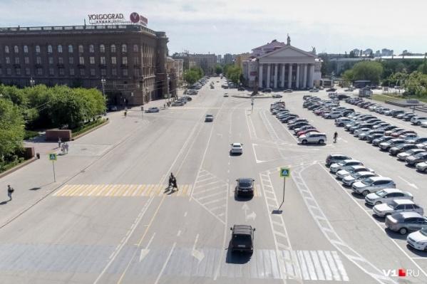 Нервы волгоградских водителей сдали окончательно после экспериментов на площади Павших Борцов