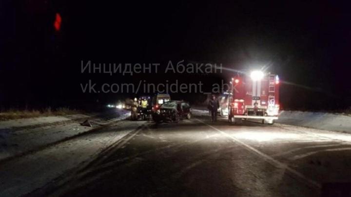 Пенсионер на «Калине» выехал на встречку под Минусинском и погубил водителя ВАЗа