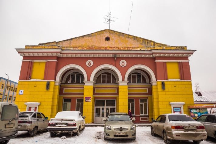 8fb2e6a84 У чкаловцев был и свой театр — проектировали его во время Великой  Отечественной войны и открыли в 1945 году. Но этот Дом культуры им.