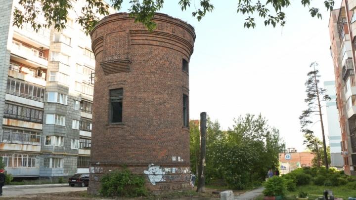 «Можем отдать активистам кирпичи»: чиновники отказались спасать водонапорную башню на Сортировке