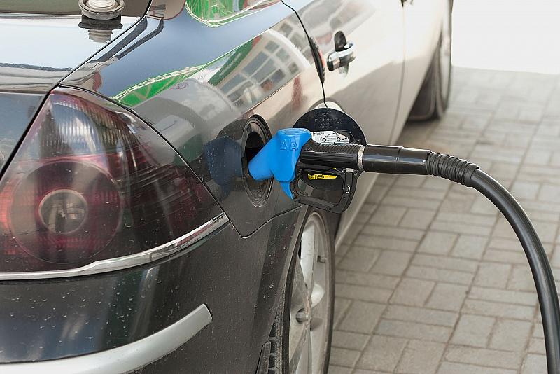 Цена топлива на местных заправках скачет