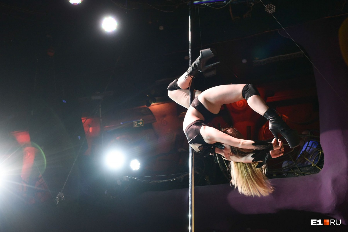 Мэрилин Монро в бикини и Русалочка на платформе: 20 горячих фото с соревнований по танцам на пилоне