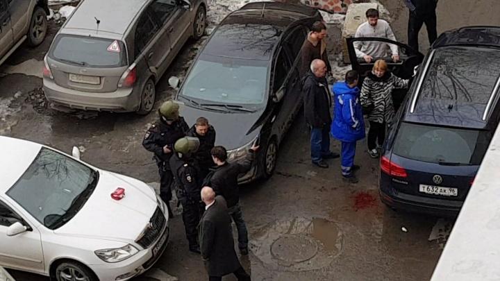 «Кто-то не уступил дорогу»: в центре Екатеринбурга расстреляли мужчину
