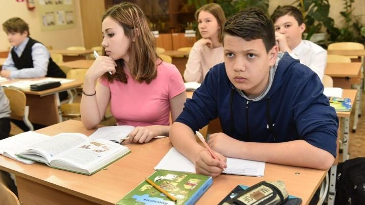 """Ищите свою: публикуем список екатеринбургских школ, куда привезли планшеты """"Ростеха"""""""