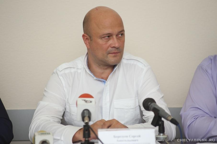 Одежду и услуги спа-комплексов читателям журнала советовал начальник городского управления торговли Сергей Березуев