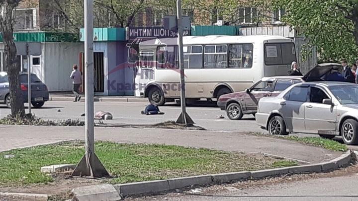 Водитель на «девятке» сбил двух 80-летних пенсионерок у торгового центра