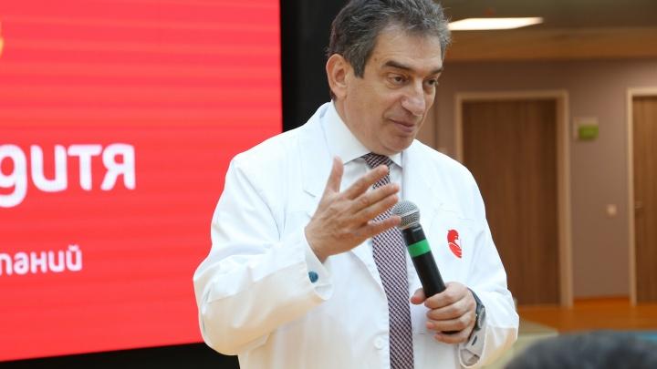 Известный врач-акушер, который оперирует младенцев внутриутробно, бесплатно проведет лекцию тюменкам
