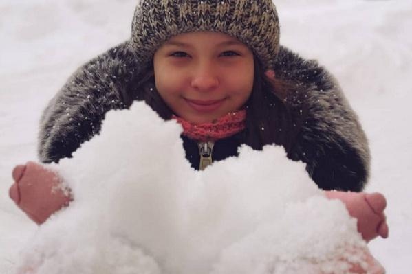 А детям нравится пушистый снежок