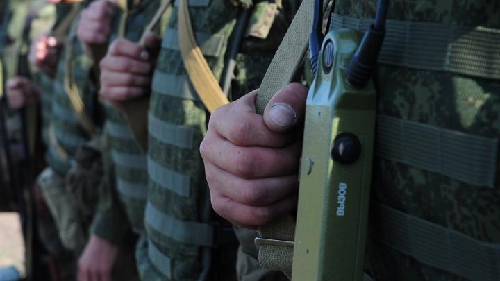 «Видимо, довели»: солдат военной части, в которой погиб срочник, пожаловался на избиения